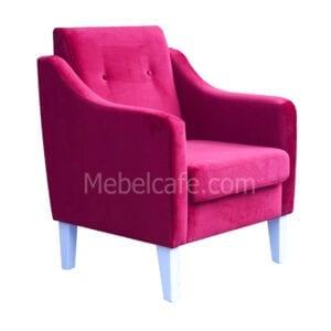 Кресло с подлокотниками в кафе