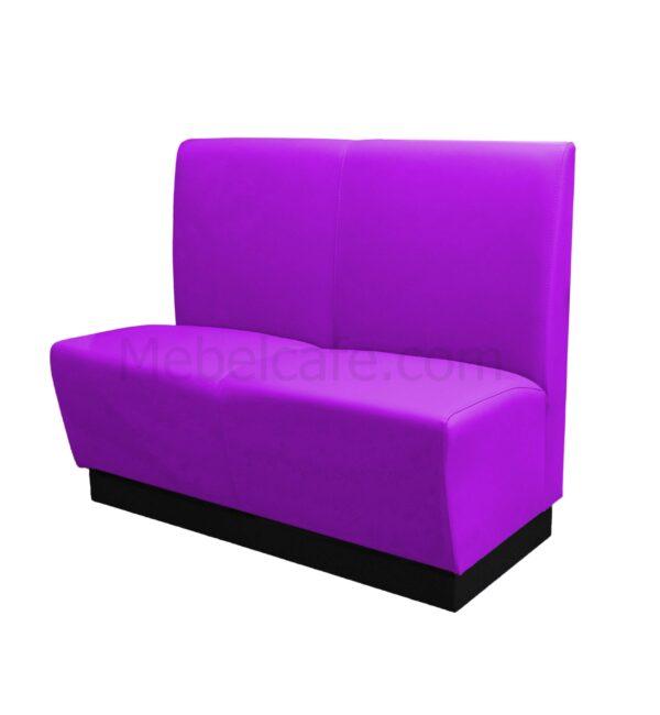 Узкий диванчик в кафе